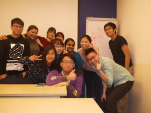 ptdipmcomm27-class-photo-with-jason-strongerhead
